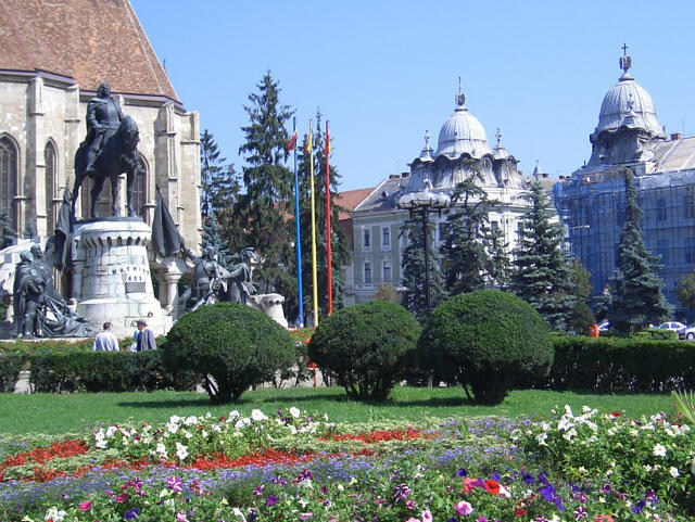 Cluj-Napoca-Cathedral-Plaza